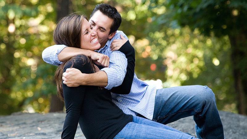 Elkaar kussen na date - Kus op wang